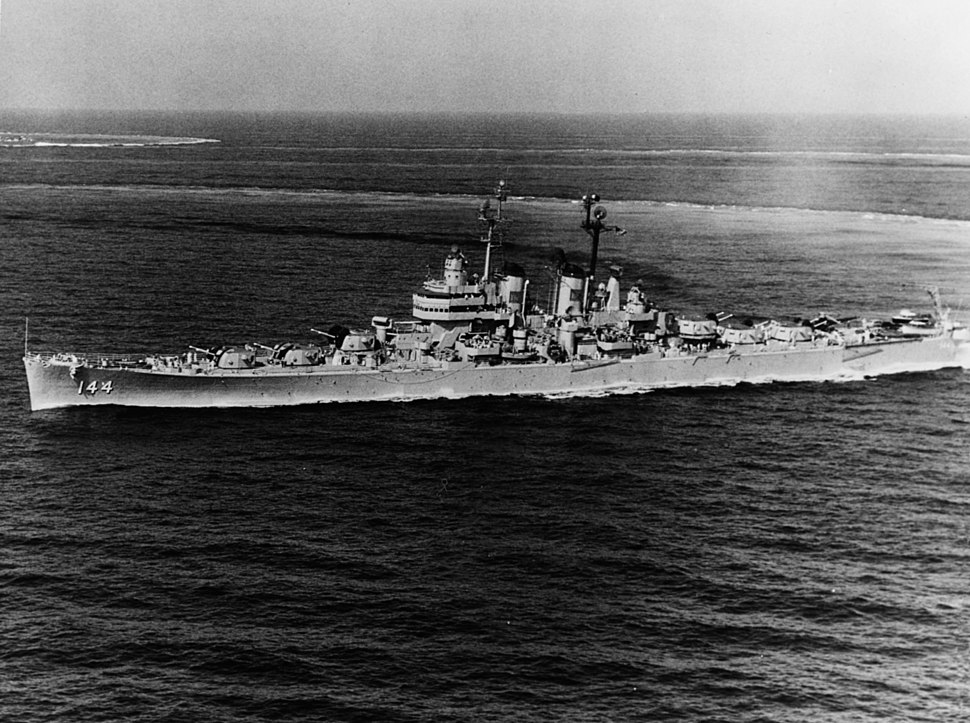 USS Worcester (CL-144) underway in the Mediterranean Sea in June 1950 (NH 91832)
