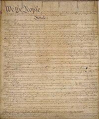 A primeira página da Constituição dos Estados Unidos. Lê-se acima a frase We, the People (Nós, o povo)