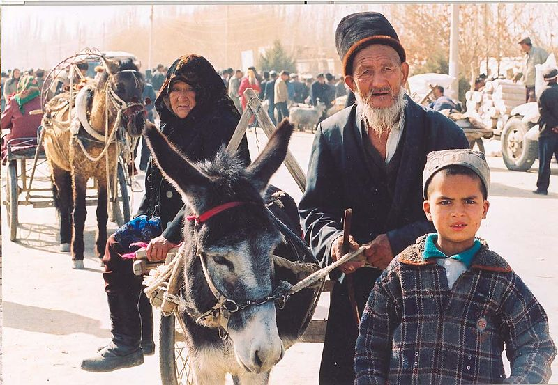 Uyghur-elders-sunday-market-Kashgar.jpg