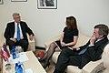 Valdis Zatlers tiekas ar ASV kongresmeni Mišelu Bahmani (13966143281).jpg