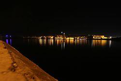 Valletta på natten sett från Sliema.