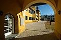 Velden Schloss Detail Innenhof 13022008 01.jpg