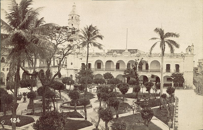 File:Veracruz. Palace and Square (3675109235).jpg