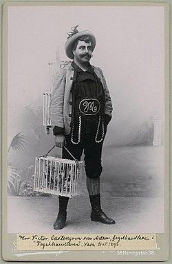 Victor Castegren i titelrollen som Fuglehandlende ved den svenske premiere 1893