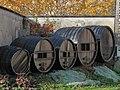 Vieux tonneaux à Cramant, Champagne.jpg