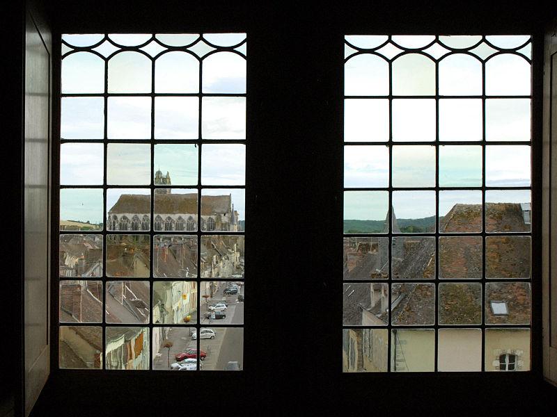 La Porte de Sens est un vestige de l'enceinte fortifiée (XIIe), elle a été aménagée en espaces d'exposition.  www.villeneuve-yonne.fr/