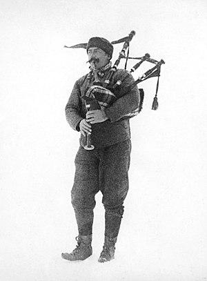 William Gordon Burn Murdoch - Burn-Murdoch playing bagpipes in polar environment, 1902-1904
