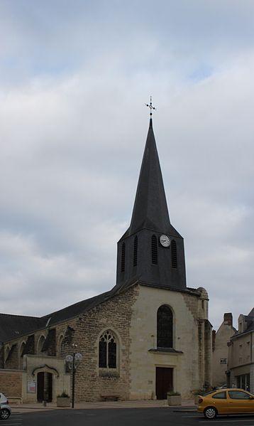 Église Saint-Pierre, Fr-49-Doué-la-Fontaine.