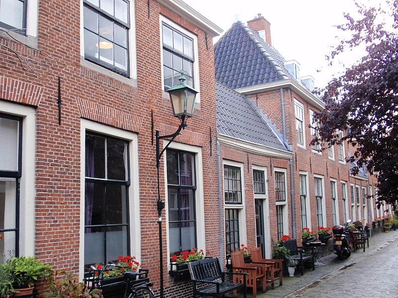 Woningen deel uitmakend van het Proveniershof in Haarlem ...