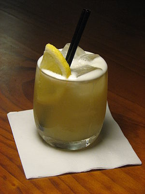 Whiskey sour - A whiskey sour with ice cubes and a lemon slice