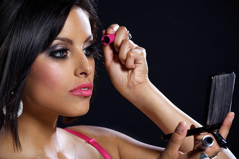 File:Woman applying make-up.jpg