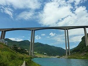 G75 Lanzhou–Haikou Expressway - Image: Wujiang River Bridge 1