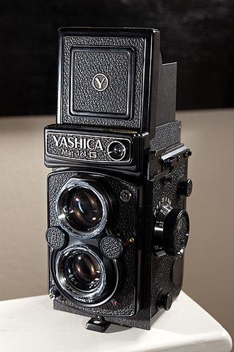 Twin-lens reflex camera - Yashica Mat 124 G
