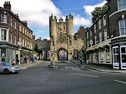 The southern entrance to York, Micklegate Bar. The lower section was built in the 12th century, the top storeys in the 14th. The gates connected to the York city walls, some sections of which were built in the 12th to 15th centuries, others in Roman times. York Micklegate Bar - panoramio.jpg