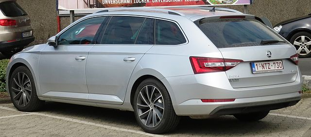 Škoda Superb III Combi rear three quarters with nice ad for quasicheese (cropped)
