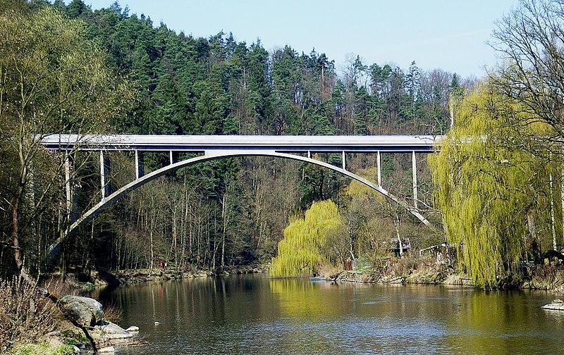 Soubor:Švehlův most přes Lužnici-Tábor.jpg