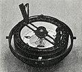 Вид компасного котелка сверху, с картушкой, азимутальным кругом, алидадой и подвесом.jpg
