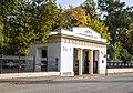 Входной портал Александровского сада с оградой.jpg