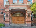 Главный вход (Вторая женская гимназия, Уфа).jpg