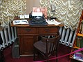 Добруш. Добрушскі музей. Працоўны стол Івана Шамякіна.jpg