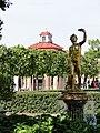 Монплезирский сад. Фонтан-колокол Вакх. - panoramio.jpg