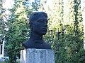 Погруддя А.Ю.Кримського біля педучилища.jpg