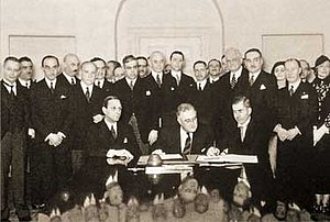 Roerich Pact - Signing of the Roerich's Pact (in centre: Franklin Delano Roosevelt)