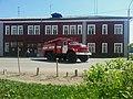 Пожарная автоцистерна выезжает из части, Котлас (04).jpg