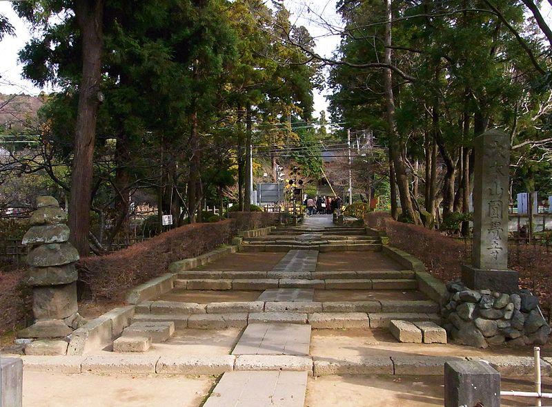 File:円覚寺参道入口.JPG