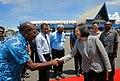 11.03 總統向送機的索國官員握手致意致意 (37422867594).jpg