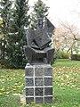 1130 Auhofstraße 6 Hietzinger Kai 7-9 - Steinitzhof - Skulptur Mandolinenspieler von Wander Bertoni 1953 IMG 0544.jpg