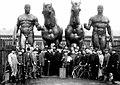 1913. Скульптуры на здании немецкого посольства в Санкт-Петербурге.jpg