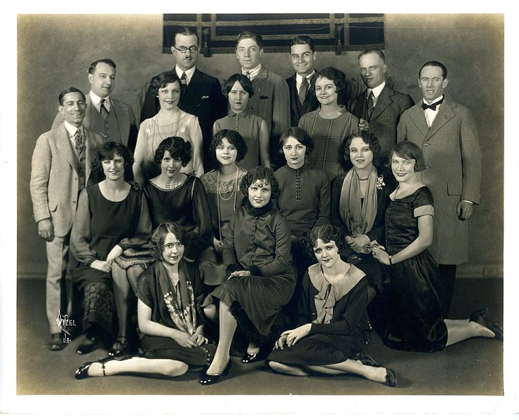 File:1926-Hawaii-Troupe.jpg