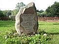 2011-08 303 Spore, kamień pamiątkowy (Sparsee Kirche Gedenkstein 1997).jpg