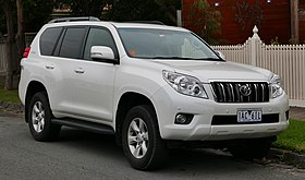 2013 Toyota Land Cruiser Prado (KDJ150R MY13) Altitude 5-door wagon (2015-07-09) 01.jpg