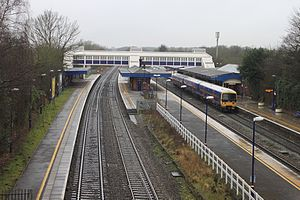 Twyford railway station - The station looking west, showing platforms 1 to 4 from left to right. Platform 5 is hidden behind the station buildings on right.