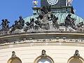 2062.Sandsteinfiguren(Glume) auf der Attika der Bildergalerie-Die Sonne als Darstellung Apolls dem Beschützer der Künste-Bildergalerie Potsdam-Steffen Heilfort.JPG
