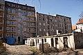 3101 ulica Traugutta. Podwórko z komórkami i remontowana kamienica. foto B. Maliszewska.jpg