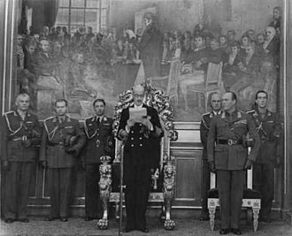 Haakon VII of Norway - King Haakon VII reading the Speech from the Throne to the Storting in 1950, Crown Prince Olav on his left side