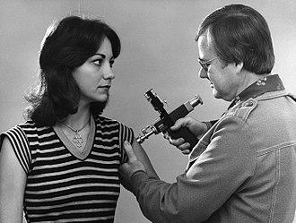 1976 swine flu outbreak - Jet injector used for immunization program