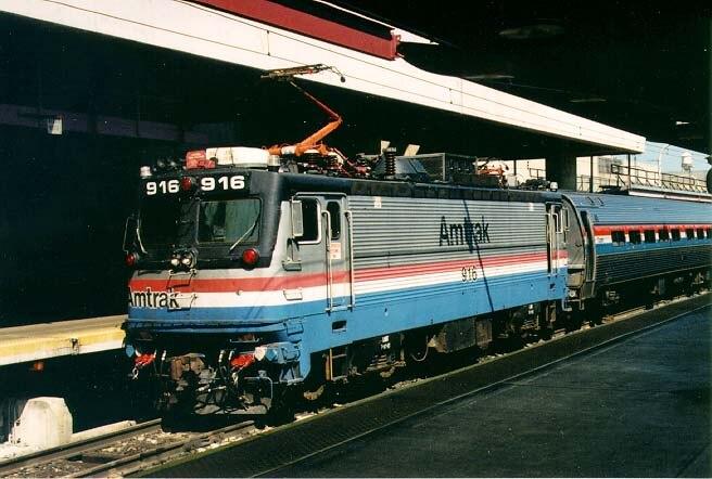 AEM-7 916 in Washington Union Station in 1997