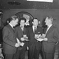 ANWB-prijs 1962 voor Wim Alinge , George Sluizen , Philip Bloemendaal en Jac. Bestanddeelnr 914-0277.jpg