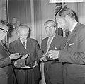 ANWB-prijzen voor publicistische prestaties te Den Haag na de prijsuitreiking v., Bestanddeelnr 916-4833.jpg