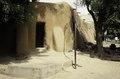 ASC Leiden - van Achterberg Collection - 03 - 54 - Une porte d'une maison traditionnelle avec des murs d'argile lissée - Ségou, Mali - novembre-décembre 1993.tif