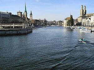 Aah, die Limmat in Zürich ... Ansicht von der 'Quaibrücke' auf einige Sehenswürdigkeiten der Altstadt 2012-03-27 17-09-57 (P7000).JPG