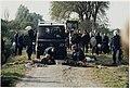 Actievoerders, met een arm vergrendeld in het wegdek, blokkeren de oprukkende Mobiele Eenheid tijdens de ontruiming van Ruigoord. NL-HlmNHA 54037155.JPG