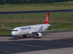 Airbus A321 Turkish Airlines (14214034039).jpg