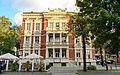 Al. Niepodległości, budynek nr 25, widok od Pl. Bohaterów.jpg