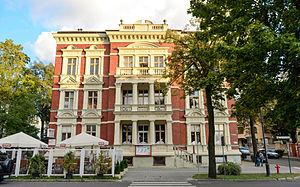 Zielona Góra - Image: Al. Niepodległości, budynek nr 25, widok od Pl. Bohaterów
