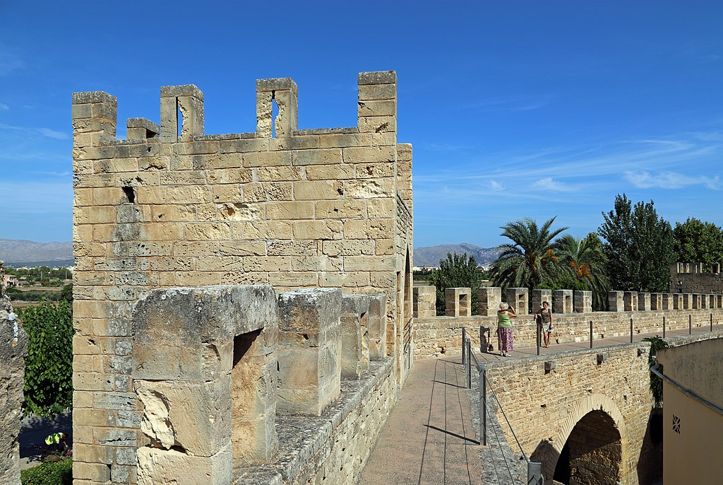 Alcudia City Walls R15.jpg